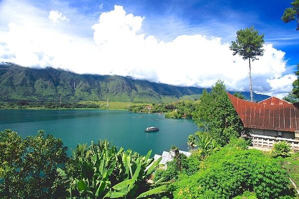 Eksotisme Toba, Danau Vulkanik Yang Terbesar Di Dunia