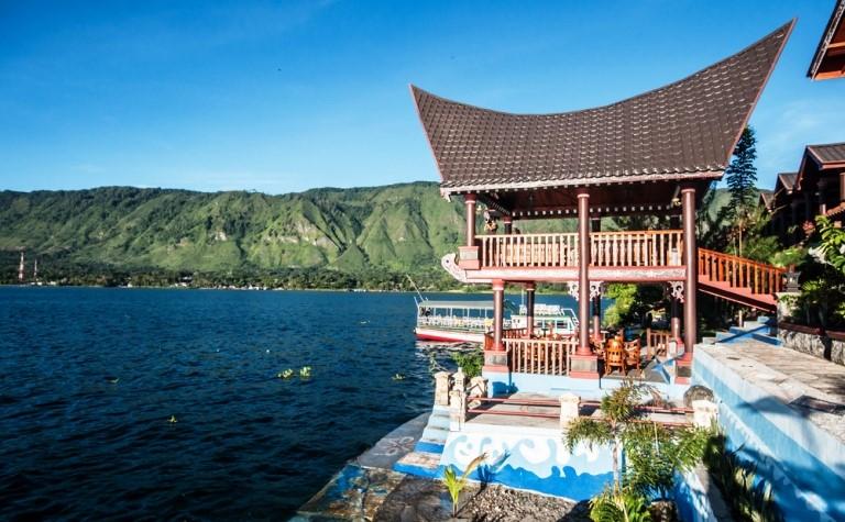 Menyeberang Ke Pulau Samosir